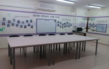 """עיצוב חדר מורים, בית ספר """"צפרירים"""" אשדוד"""