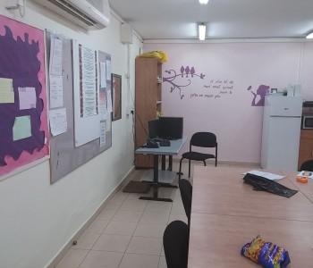 כך נראה חדר מורים לפני השדרוג